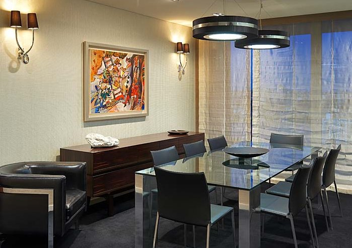 Contemporary dining room setting